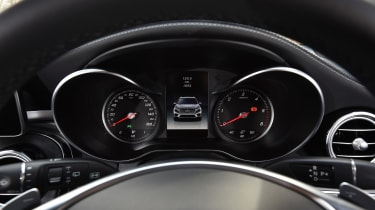 Mercedes GLC 350d 2017 - instruments
