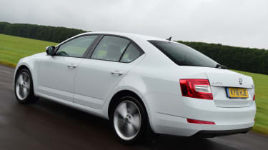 Skoda Octavia 1.0 TSI 2016 - rear tracking
