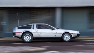 DMC DeLorean - side