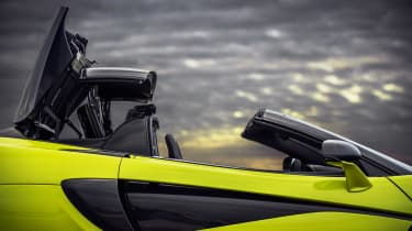 McLaren 600LT Spider - roof closing