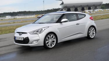 Hyundai Veloster front tracking