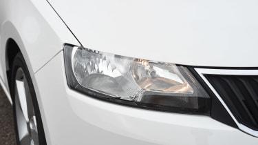 Fiat Tipo vs Skoda Rapid vs Citroen C4 - Rapid headlight