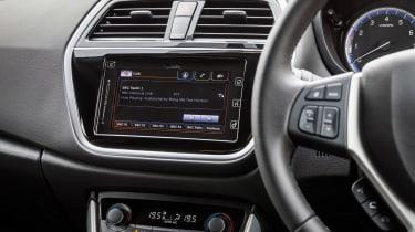 Suzuki SX4 S-Cross - screen