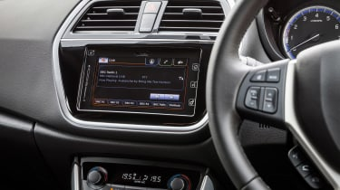 Suzuki SX4 S-Cross - screen