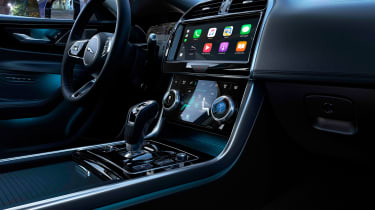 Jaguar XE - Apple CarPlay