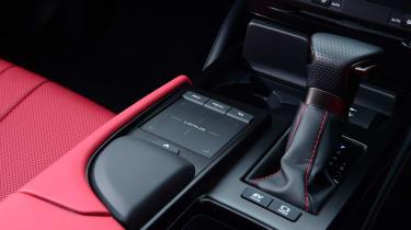 Lexus ES - gear shifter
