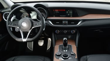 Alfa Romeo Stelvio - dash