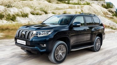 2018 Toyota Land Cruiser facelift front quarter dynamic