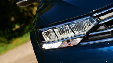 Volkswagen Passat - front light