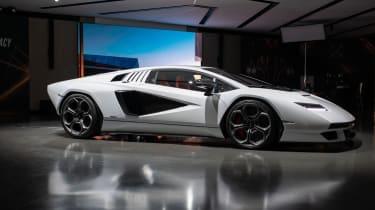 Lamborghini Countach LPI 800-4 studio side