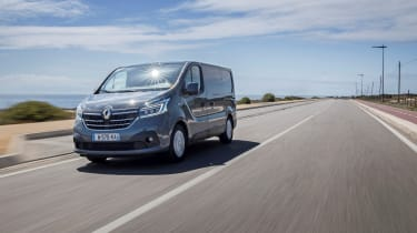 2019 Renault Trafic action