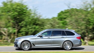 BMW 5 Series Touring - side action