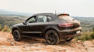 Porsche Macan 2018 prototype rocks