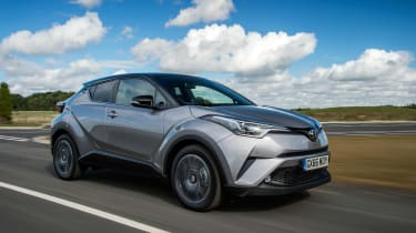 Toyota C-HR petrol - front tracking