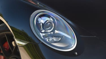 Porsche 911 Targa GTS - front light