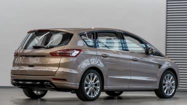 Ford S-MAX Vignale - studio rear quarter 2