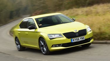 Skoda Superb Sportline - front tracking
