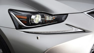 Lexus IS 300h - front light detail