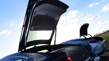 Mercedes CLS vs Audi A7 Sportback - boots