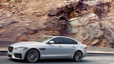 Jaguar XF S - front tracking