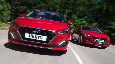 Hyundai i30 Fastback v Mazda 3 Fastback