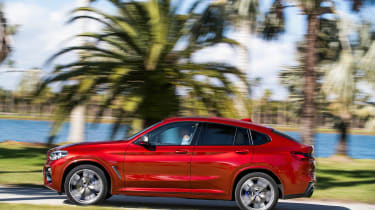 BMW X4 - side action