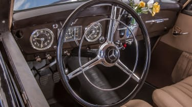 70 years of Mercedes E-Class - 170 DS interior