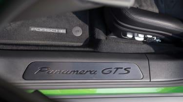 Porsche Panamera GTS - sill