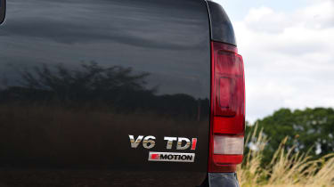 Volkswagen Amarok Dark Label - taillight