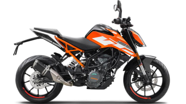 KTM Duke 125 review - right side