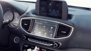 Hyundai Ioniq autonomous - centre console
