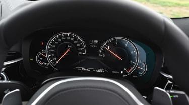 BMW 520d M Sport - dials