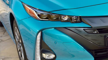 Toyota Prius Plug-In 2017 - headlight