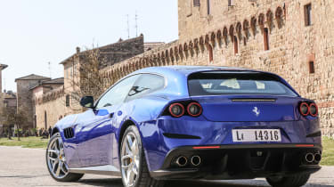 Ferrari GTC4 Lusso T 2017 - blue rear quarter