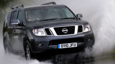 Nissan Pathfinder front tracking
