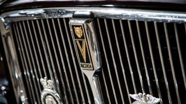 Jaguar XJ12 S1 Vanden Plas grille