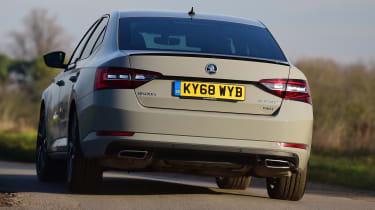 Skoda Superb Sportline - rear cornering
