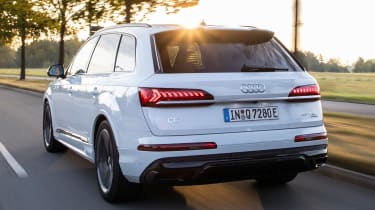 Audi Q7 60 TFSI e - rear