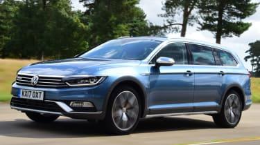 Volkswagen Passat Alltrack - front quarter