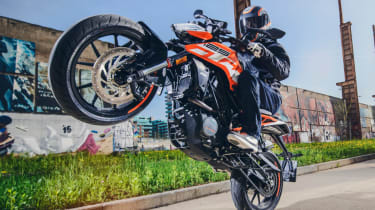 KTM Duke 125 review - wheelie