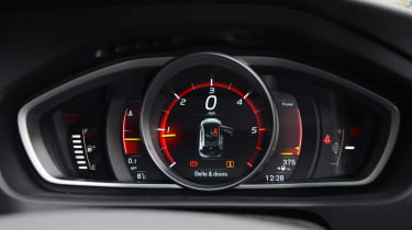 Volvo V40 long-term - first report dials