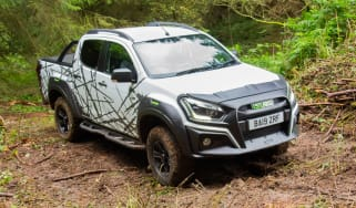 Isuzu D-Max XTR - front tracking off-road