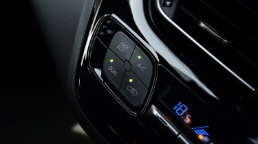Toyota C-HR - buttons