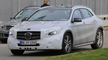 Mercedes GLA facelift 2017 spied 1