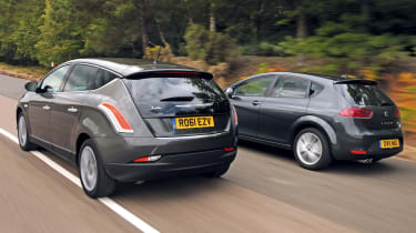 Chrysler Delta vs SEAT Leon FR