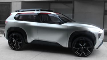 Nissan Xmotion Concept - almost side profile