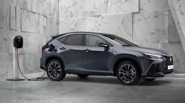 Lexus NX - front charging