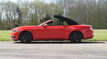 Ford Mustang 2.3 Convertible - roof closing stage 3