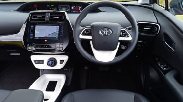 Toyota Prius 2016 UK - dashboard