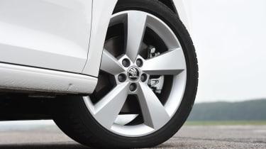 Fiat Tipo vs Skoda Rapid vs Citroen C4 - Rapid wheel